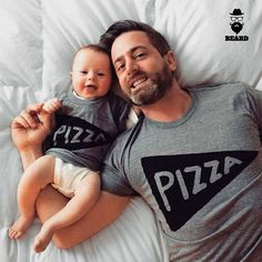 Os barbudos e barbudinhos são pizza lovers tb! -- www.beard.com.br -- #beard #instabeard #ficabarbudo #barba #bearded #barbudo #bigode #mustache #beardpower #beardgang #produtosMasculinos #beardLife #ficaadica #produtoParaBarba #produtosParaBarba #modaMasculina #modaHomem #barber #minhaBarbaNaBeard #beardedMen #beards #lumbersexual #beardedLifestyle #menStyle #beardOfTheDay #pizza #pizzaday #diadapizza
