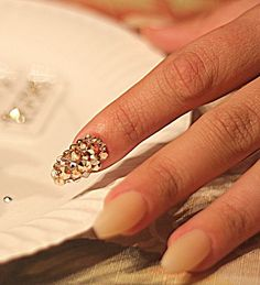 DIY Swarovski Crystal Nails - The Dumbbelle - http://www.training-a-puppy.info/diy-swarovski-crystal-nails-the-dumbbelle/