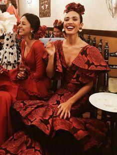 spanish style homes pictures Spanish Style Decor, Flamenco Dancers, Flamenco Dresses, Spain Culture, Spanish Woman, Spanish Fashion, Event Dresses, Famous Women, Up Girl