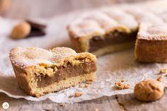 Crostata amaretti e crema al cioccolato - una frolla al profumo di amaretto racchiude un morbido ripieno goloso, in un equilibrio semplice e molto piacevole