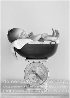wahahaha i hope when i was a baby i did fit inside the holder of weighing scales hahaha