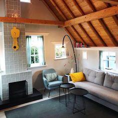 Combo Design is officieel dealer van Kloq collectie ✓Kloq wand klokken makkelijk te bestellen ✓ Verschillende varianten verkrijgbaar ✓ 1-3 werkdagen levertijd ✓ Hanging Canvas, Work Surface, Modern Kitchen Design, Yellow Black, Art Pieces, Gallery Wall, Minimalist, Layout, Patio