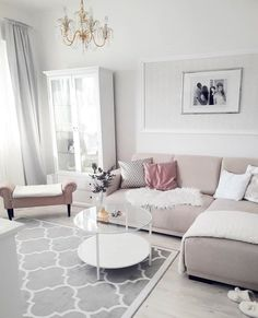 Helles Wohnzimmer mit Ecksofa und Couchtisch aus Glas Bright living room with corner sofa and glass coffee table Corner Sofa Living Room, Living Room White, Beautiful Living Rooms, White Rooms, Living Room Carpet, New Living Room, Interior Design Living Room, Living Room Designs, Small Living