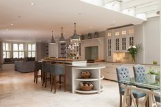 Hammersmith Grove bespoke Kitchen with seating and dining area New Kitchen Designs, Interior Design Kitchen, Room Interior, Kitchen Ideas, Kitchen Wet Bar, Kitchen Units, Handmade Kitchens, Bespoke Kitchens, Open Plan Living