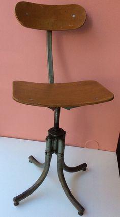 'ateljee'tuoli 1950 luvulta . säädettävä korkeus
