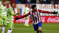 Diego Costa celebrando su espectacular gol de chilena que suponía el quinto de la tarde. Atleti