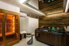 Jacuzzi® J-300™ installé dans l'espace wellness de l'hôtel Parkside à Cravovie, en Pologne. Spa Jacuzzi, Spas, Bathtub, Bathroom, Poland, Pools, Standing Bath, Washroom, Bathtubs