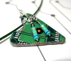Circuit Board Heart Necklace Upcycled Computer Parts Nerd Jewelry, Jewelry Ideas, Computer Parts And Components, Waste Art, Wearable Computer, Recycled Jewelry, Trash To Treasure, Diy Schmuck, Electronic Art