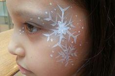 Frozen face painting Plus Princess Face Painting, Girl Face Painting, Face Painting Designs, Painting For Kids, Body Painting, Mardi Gras, Frozen Birthday Party, Frozen Party, Frozen Face Paint