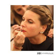 Dudak kalemi seçerken dudaklarınızın yer yer farklı tonlarda olabilmesi olasılığına göre, koyu kısımlarına göre renk belirlemelisiniz.  #HandeHaluk #ulus #zorlu #zorluavm #zorlucenter #makeup #makeuplook #makeuplover #trend #beauty