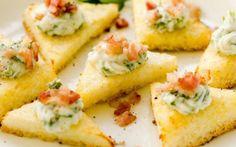 Prepara unas tostaditas de polenta, queso ricotta y tocino - Sabrosía