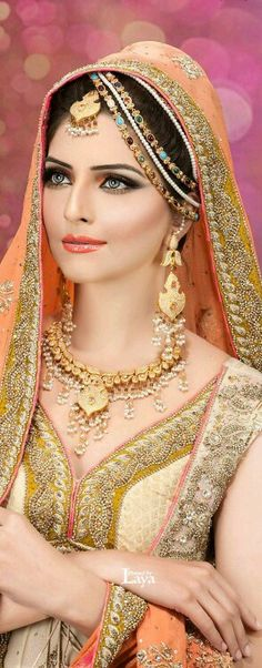 Indian Bridal Jewelry: Necklace and Earrings Set. Indian Bridal Wear, Asian Bridal, Pakistani Bridal, Bride Indian, Moda Indiana, Foto Top, Beauty And Fashion, Exotic Women, Exotic Beauties