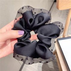 Sewing Clothes, Diy Clothes, Diy Hair Scrunchies, Felt Hair Accessories, Hair Rubber Bands, Embroidery Fashion, Wallpaper Iphone Cute, Ribbon Bows, Scarf Styles