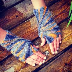 Starburst Mitts.  Knitting and so on:   Knitted gloves.  Knitted fingerless gloves.  4 ply 412m/ 100g x 1/3.  Saved to Evernote.
