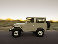 15 Perfectly Rugged Photos Of A 1976 Toyota FJ40 Land Cruiser. Few 4x4's cooler.