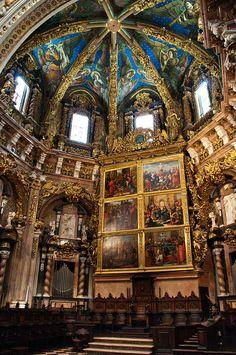 Presbiterio de la Catedral de Valencia, presidido por el retablo mayor, obra de Hernando Yáñez de la Almedina y Hernando de los Llanos.