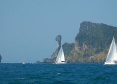Sailing past Chicken Island in Krabi. Sun, wind... A perfect day on the water!