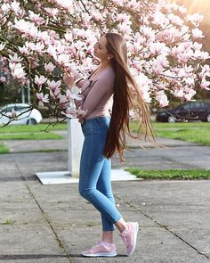 #hellospring  lalala.  ______________________________________________________________  #hellospring  lalala.  ______________________________________________________________  #hello #weekend #me #love #beautiful #like #instagood #insta #sunday #happy #girl #spring #magnolie #photography #inlove #ootd #goals #hair #brownie #smile #follow #rosa #barbie #pink #brown #jeans #instagram #travel