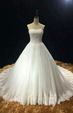 Chapel train soft tulle lace appliques strapless wedding