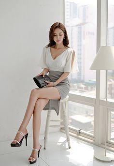 Image may contain: 1 person, shoes Korean Beauty, Asian Beauty, Girls In Mini Skirts, Cute Japanese Girl, Korean Model, Beautiful Asian Girls, Fashion Outfits, Womens Fashion, Asian Fashion