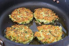 How to make Zucchini Fritters Crispy - Pan Fried in Olive Oil (hamburger vegetable soup low carb) Recipe Using Zucchini, Fried Zucchini Recipes, How To Cook Zucchini, Veggie Recipes, Baby Food Recipes, Vegetarian Recipes, Cooking Recipes, Healthy Recipes, Fried Zucchini Cakes