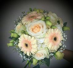 Brautstrauß mit Gerbera, Rosen und Eustoma
