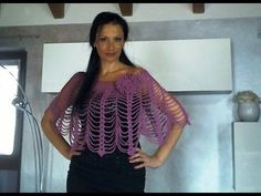 Easy Crochet Poncho with video Crochet Scarf Tutorial, Poncho Au Crochet, Crochet Poncho Patterns, Crochet Shawls And Wraps, Crochet Stitches, Free Crochet, Knit Crochet, Tricot Simple, Crochet Capas