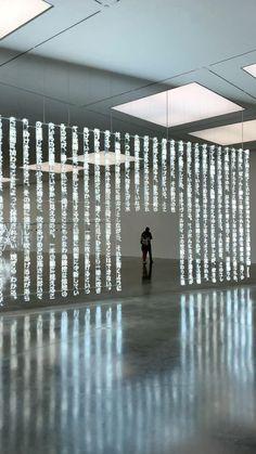 Exhibition Display, Exhibition Space, Museum Exhibition, Art Museum, Instalation Art, Digital Light, Anthropologie Home, Video Installation, Art Installations