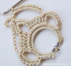 Creative Recycling - Craft and Fun: Crochet: Circle Earrings Crochet Earrings Pattern, Crochet Jewelry Patterns, Crochet Bikini Pattern, Crochet Bracelet, Crochet Accessories, Crochet Designs, Thread Crochet, Crochet Lace, Crochet Stars