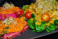 SteVis kunterbuntes Abendessen hat es mir sofort angetan. Es gab pinkes Brot mit Kokos-Süßkartoffel-Karotte-Aufstrich dazu Sprossen und einen bunten Salat. Herrlich!
