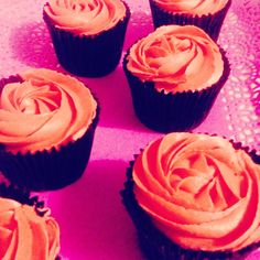 Cupcakes de chocolate rellenos de ganache de chocolate y buttercream