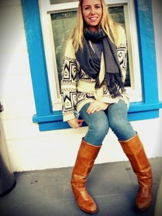 Love this outfit. I could wear sweaters, leggings and boots everyday.