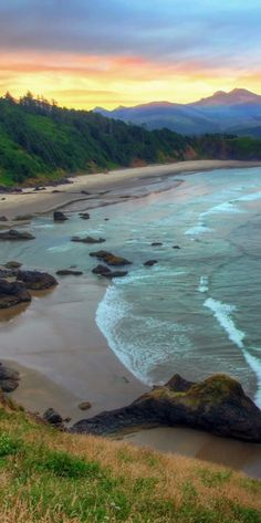 Sunrise at Ecola State Park on the northern Oregon coast - USA travel
