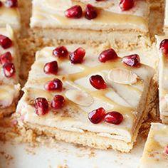 Mazurek sezamowy tahini z granatem i cynamonem Polish Easter, Polish Recipes, Polish Food, Gluten Free Cakes, Tahini, Party Snacks, Pomegranate, Vanilla Cake, Cake Recipes
