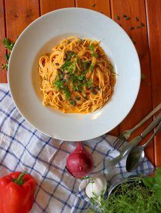 Špagety s paprikovo-cuketovou omáčkou | Veganská liška Ratatouille, Tofu, Quinoa, Spaghetti, Ethnic Recipes, Red Peppers, Noodle