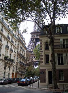 Eiffel Tower neighborhood