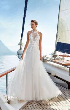 Wedding Dress Emily: High-neck beauty with enchanting lace – Eddy K Bridal Gowns | Designer Wedding Dresses 2019 #eddyk #eddykbridal #weddingdress #weddinggown #bohobride #bridal #bridaltrends #weddinginspiration