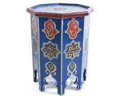 Ideal para un rincón de la casa, con carácter árabe en la decoración,  precioso producto de la artesanía marroquí, hecho a mano. Dele un toque de colorido y exotismo Oriental y  estilo árabe a su casa, sea  como mesilla de noche, o en el salón de su hogar.  Varios colores a elegir.  Venta on line, rápida y segura, en 24 horas lo tendrá en su domicilio.  Medidas: 50 cm x 40cm x 40cm