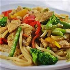 Stir-Fried Chicken and Noodles, photo by Seafood Recipes, Chicken Recipes, Cooking Recipes, Dinner Dishes, Pasta Dishes, Main Dishes, Yummy Noodles, Asian Recipes, Ethnic Recipes
