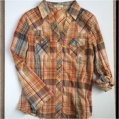 ✳️ Sale plaid top. M size Fall color plaid top. Adjustable with button on the sleeves. Tops Button Down Shirts
