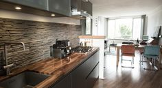 Apartment near the Jordaan Amsterdam Set in Amsterdam, this apartment features a terrace. The apartment is 1.3 km from Studio Westerpark.  The unit fitted with a kitchen with a dishwasher and oven. Towels and bed linen are featured at Apartment near the Jordaan.