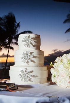 luxury wedding cakes by cake fanatics #GOWSRedesign