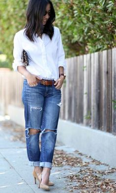 10 Super Chic Ways To Wear Boyfriend Jeans - Cute and chic ways to wear boyfriend jeans. Styling your boyfriend jeans can be tough, so this guide shows you what to wear with boyfriend jeans! SEE DETAILS Jeans Boyfriend, Boyfriend Jeans Outfit Summer, Summer Jeans, Outfit Jeans, Jeans Dress, Dress Shoes, Best Jeans For Women, Casual Outfits, Cute Outfits