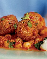 Lamb Meatballs with Chickpeas and Red Pepper Sauce / Albóndigas de cordero con guisantes y Salsa de Pimentón #recipe #pimentón #lachinata