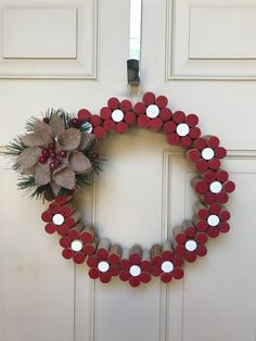 This Wreath is made of used wine corks in the shapes of Poinsetta inspired flowers with a wooden backing. This Wreath is made of used wine corks inspired bu flowers and with a wooden backing. Wine Cork Wreath, Wine Cork Ornaments, Wine Cork Art, Wine Craft, Wine Cork Crafts, Wine Bottle Crafts, Wine Bottles, Wooden Crafts, Paper Crafts