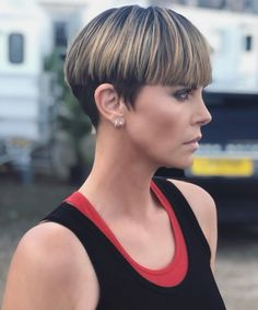 Charlize Theron Just Debuted a New Bowl Cut.and We're Calling Our Stylist Stat Charlize Theron Jus Full Fringe Hairstyles, Pixie Haircut, Hairstyles Haircuts, Celebrity Hairstyles, Girls Short Haircuts, Short Hairstyles For Women, Short Wedge Hairstyles, Hairstyle Short, Trendy Haircuts