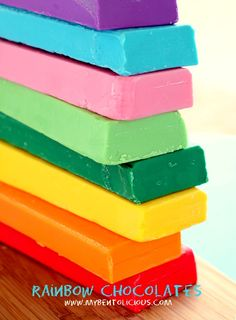 Rainbow Chocolate for Chocolate Painting. Want to bite them all to rainbow pieces! Rainbow Fruit, Taste The Rainbow, Over The Rainbow, Rainbow Colors, All The Colors, True Colors, Bright Colours, Chocolate Pictures, Chocolate Art