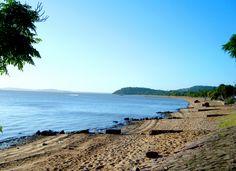 Praia de Ipanema, orla do Guaíba, Zona Sul em Porto Alegre, RS.  Foto: Thaisy Sluszz Veja mais atrações de Porto Alegre > http://www.guiaviagensbrasil.com/blog/7-curiosidades-sobre-porto-alegre-que-voce-deveria-saber