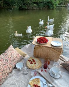 Summer Aesthetic, Aesthetic Food, Aesthetic Vintage, Comida Picnic, The Last Summer, Picnic Date, Summer Picnic, Dream Life, Aesthetic Pictures