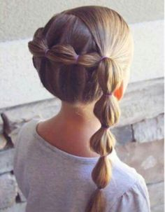 Bubble braid into a side bubble braid on big sis! Girls Hairdos, Lil Girl Hairstyles, Princess Hairstyles, Pretty Hairstyles, Toddler Hair, Hair Dos, Hair Hacks, Hair Inspiration, Hair Beauty